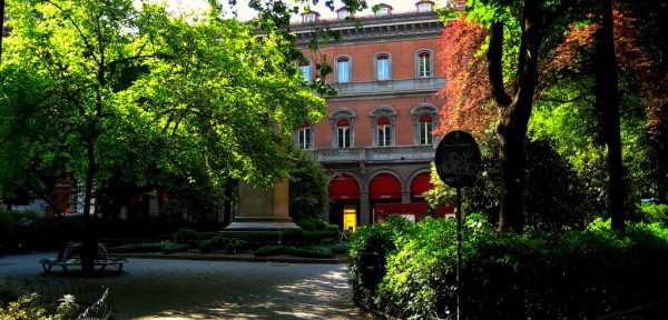 Piazza-Minghetti.jpg
